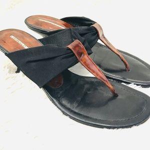 Donald J Pliner 8 black brown flip flops thongs